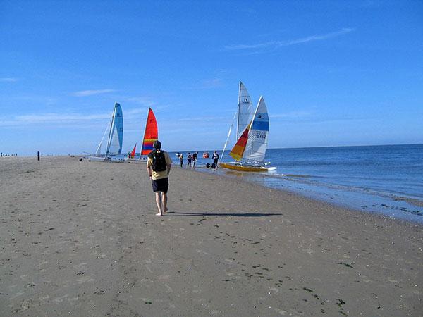 Vom Ferienhaus auf Texel zu den Katamaranen im Norden der Insel